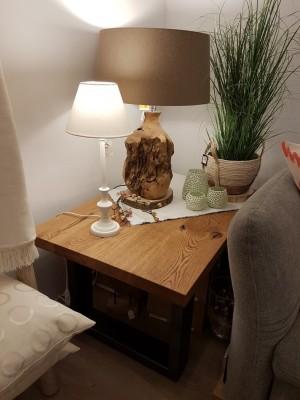 Ausstellung-Tisch-Lampe-Windlicht-Pflanze-Zweig