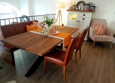 Tischgruppe-Tisch-100x200cm-Wildeiche-massiv-Polsterbank-2-Stuehle-Vintage-Leder-Cognac